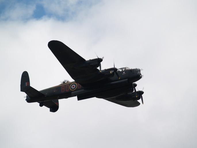 bomber-429985_1280