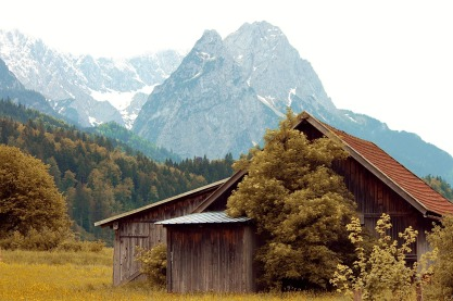 hut-3860263_1280