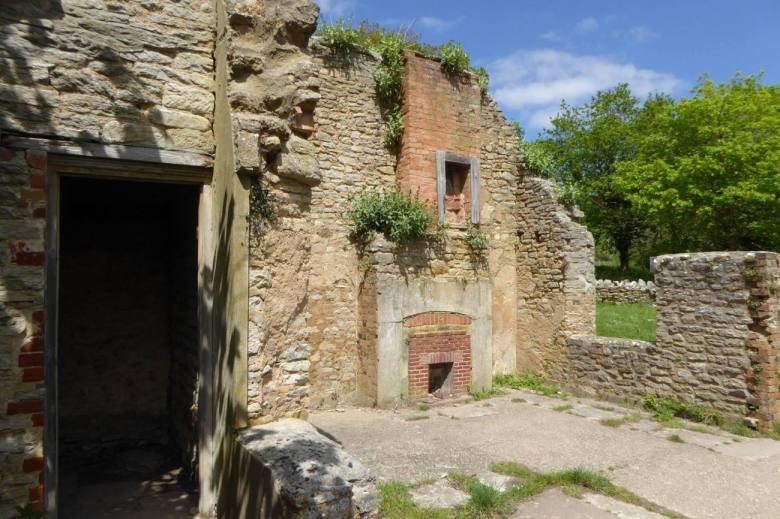 new_tyneham_ruins4